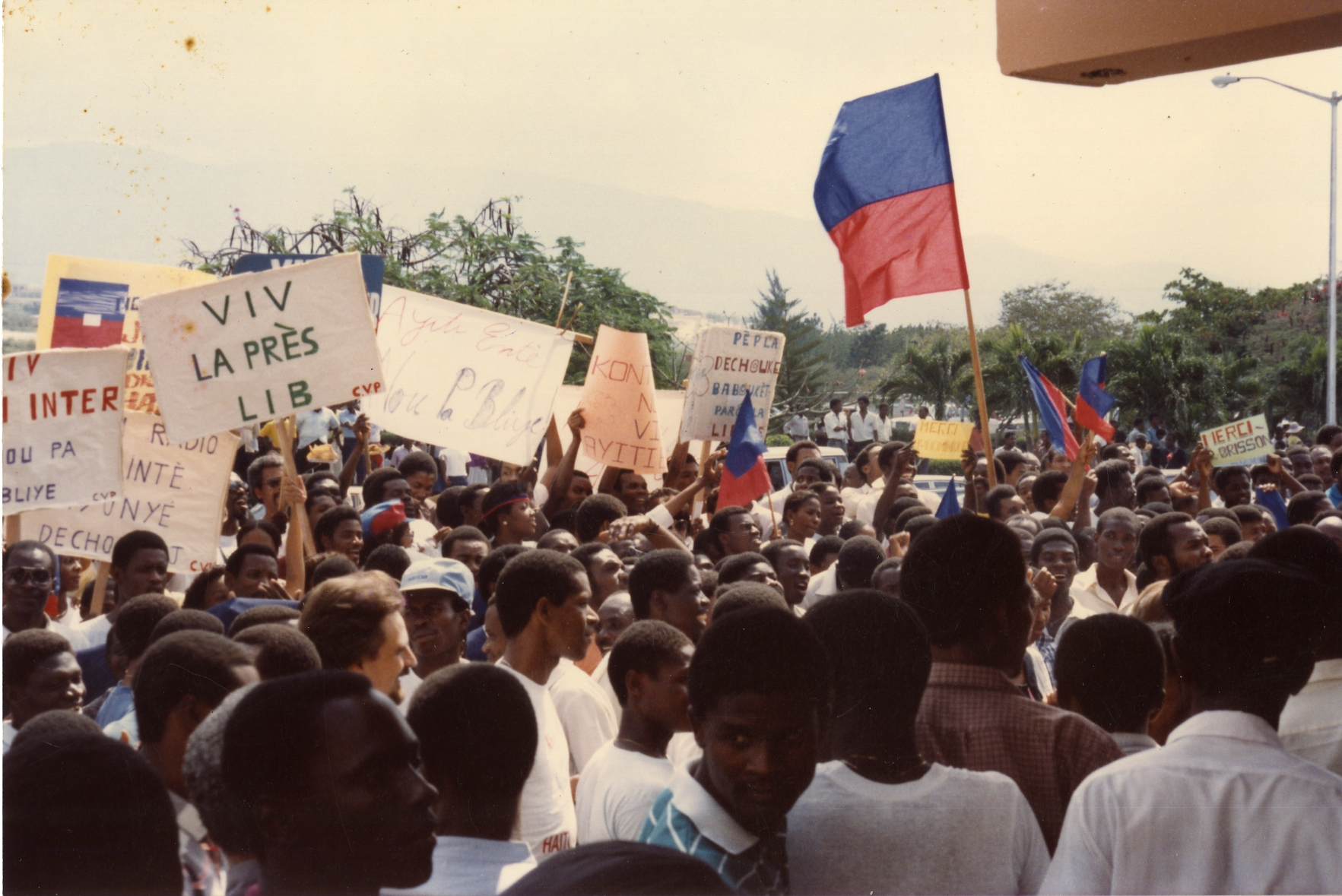 Crowd Greeting Jean Dominique and Michèle Montas, 4 March 1986